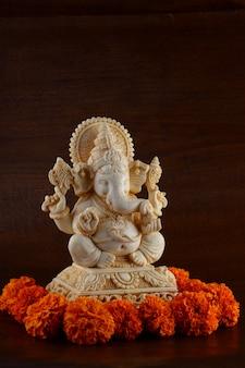 ヒンドゥー教の神ガネーシャアイドルにクローズアップ