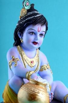 ヒンドゥー教の神クリシュナ像にクローズアップ
