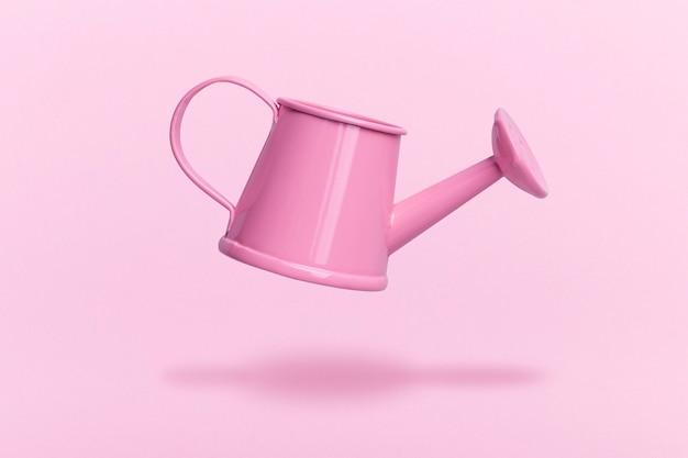 고립 된 분홍색 물을 수 뜨는에 가까이