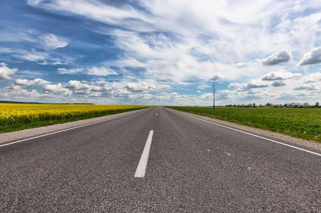 舗装道路をクローズアップ