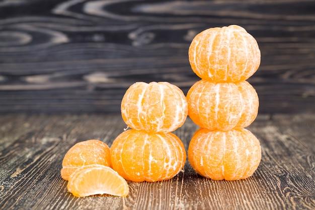 Крупным планом на очищенные мандарины