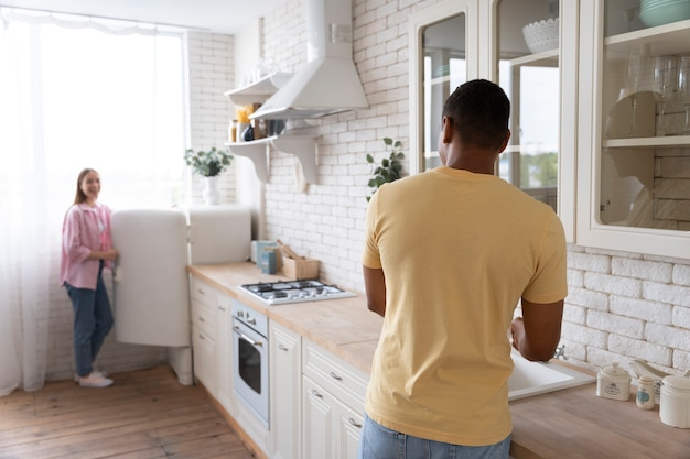 家を快適にする人々にクローズアップ
