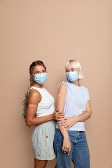 予防接種を受けた後、人にクローズアップ