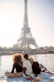 에펠 탑 근처 피크닉에 가까이