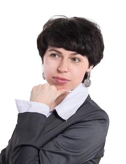 Крупным планом на портрет молодой вдумчивой деловой женщины