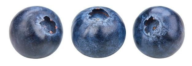 Крупным планом на спелые и вкусные черники изолированные
