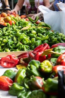 Крупным планом спелые и вкусные овощи