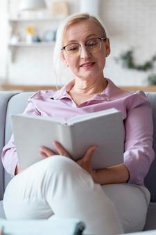 学習しながら高齢者にクローズアップ
