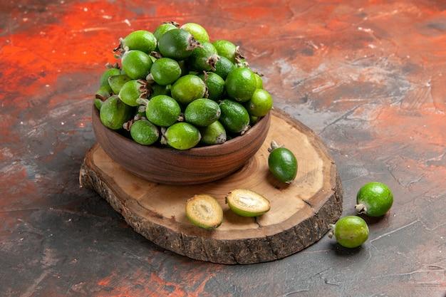 Крупным планом на маленькие витаминные бомбы свежие фрукты фейхоас