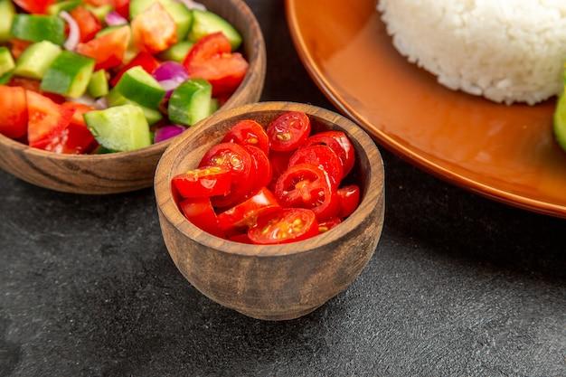 Крупным планом на вареной рисовой муке на тарелке