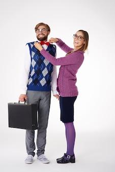Крупным планом молодая пара весело изолированные