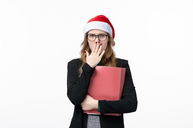 Крупным планом на молодая красивая женщина в шляпе рождество изолированные Бесплатные Фотографии