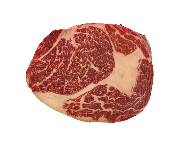 바로 위에 흰색, 높은 평면도에 고립 된 대리석 원시 ribeye 쇠고기 스테이크 하나를 닫습니다