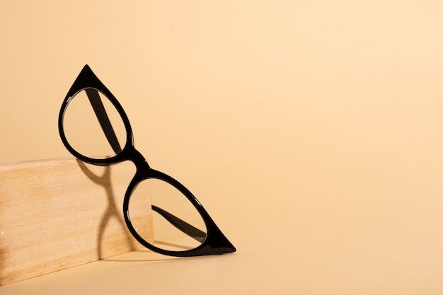 Close-up optical retro eyeglasses