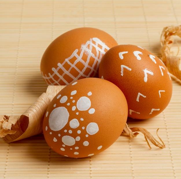 Close-up di uova dipinte per la pasqua