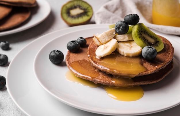 Close-up pancakes withfruits