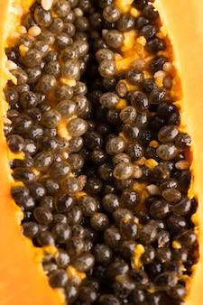Close-up di papaia con semi