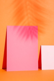 Макро бумажные листы на стене