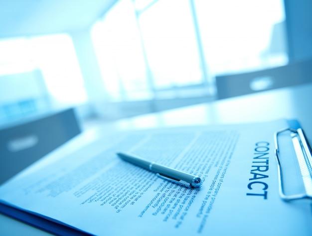 Close-up di penna su un contratto