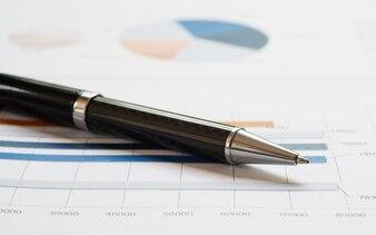 財務報告上のクローズアップペン