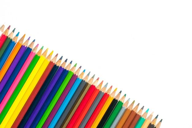 Крупным планом карандаши, изолированные на белом фоне