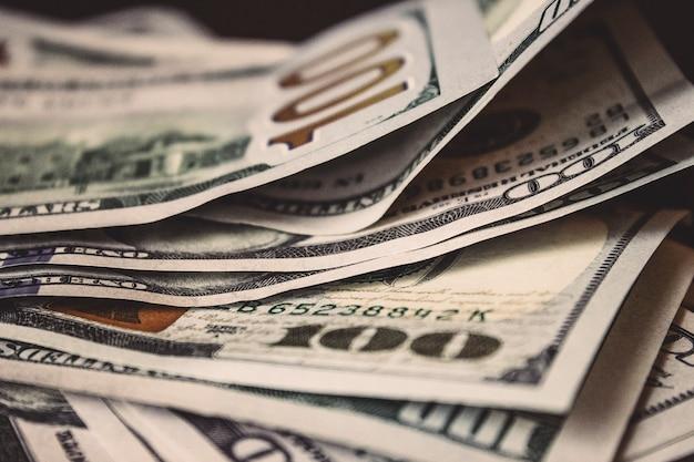 배경으로 지폐의 투시도를 닫습니다. 돈과 금융. 돈과 절약 개념입니다. 성공, 부와 빈곤, 빈곤 개념. 비즈니스 성장 개념입니다.