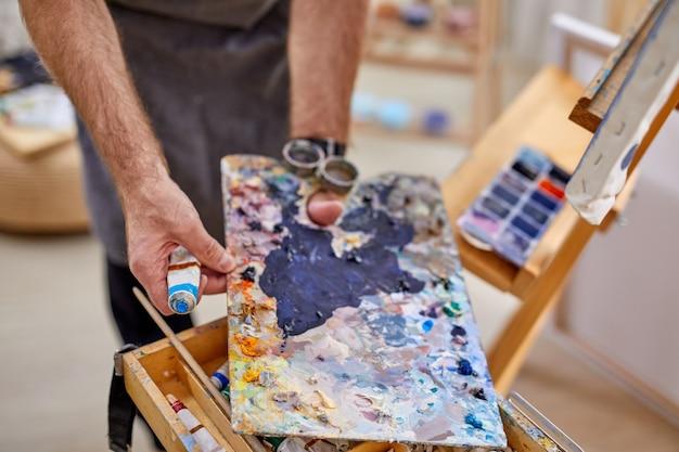 페인팅, 드로잉, 아트, 공예 컨셉에 대한 다양한 재료 및 도구의 클로즈업 사진