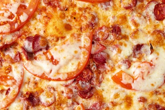 おいしいイタリアンピザのクローズアップ写真