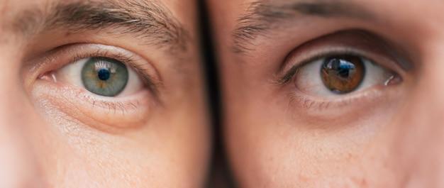 2人の男性の異なる目の写真をクローズアップ