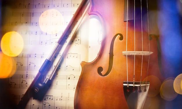 바이올린과 음표의 근접 사진