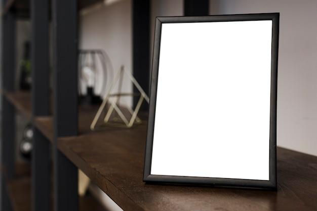 本棚にクローズアップの写真フレーム Premium写真
