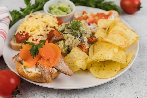 おいしい食べ物とクローズアッププレート