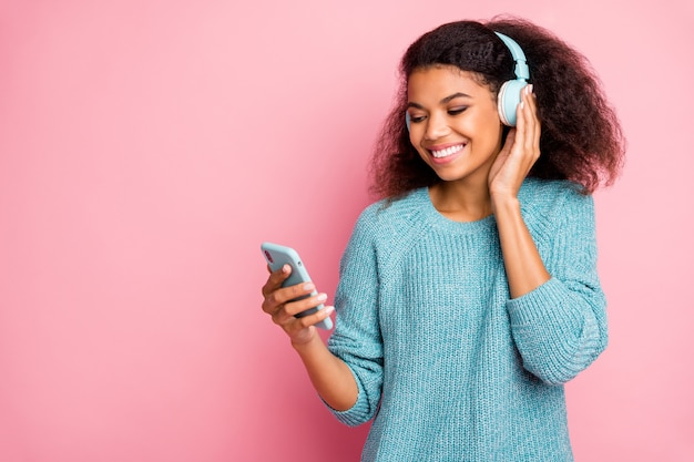 Close-up portrait of her she nice attractive lovely charming cheerful cheery wavy-haired girl listening rock soul jazz funk melody mp3 audio stereo isolated over pink pastel color wall