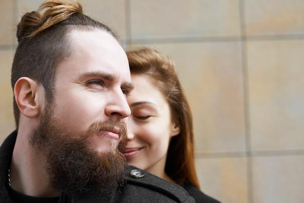 Close up ritratto di amanti in città