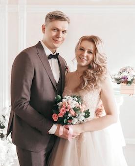 확대. 행복 한 신부 및 신랑의 초상화입니다. 휴일 및 이벤트