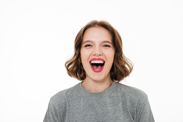 행복 하 게 웃는 여자의 초상화를 닫습니다