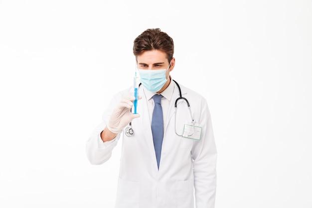 若い男性医師の肖像画を閉じる