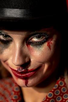 Портрет крупным планом смайлик сумасшедший клоун хэллоуин