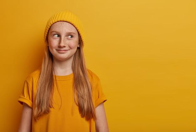 Close up ritratto di giovane bella ragazza isolata