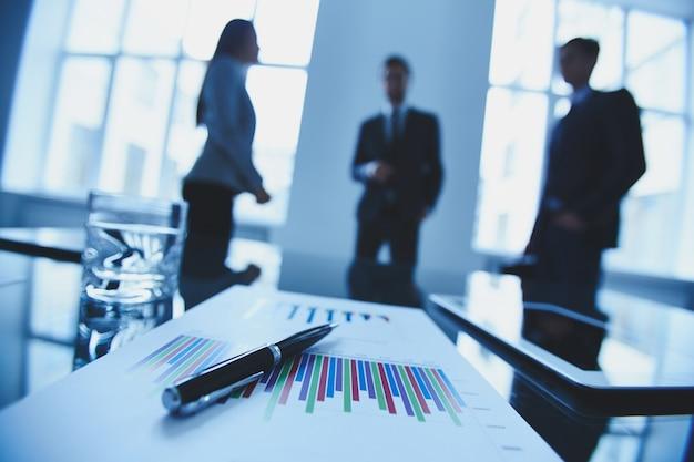 Primo piano di un report in una riunione