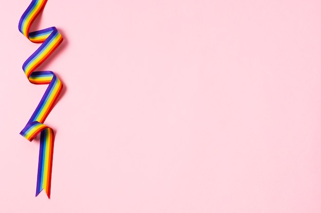 コピースペースと虹色のクローズアップリボン