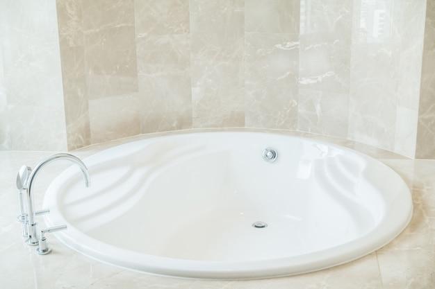 Primo piano della vasca da bagno rotonda