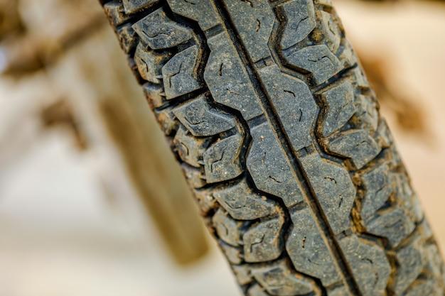 クローズアップ撮影、古いオートバイタイヤ