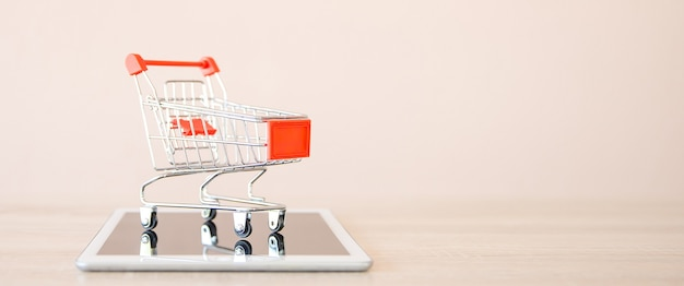 Close up the shopping cart on smartphone.