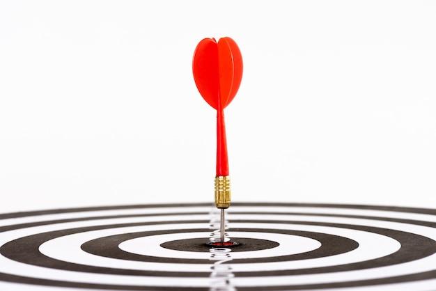 Закройте стрелки зеленых и красных стрел в целевом центре. бизнес-цель