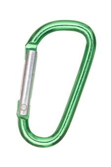 白い背景で隔離の銀と緑のd字型アルミニウムカラビナのクローズアップショット