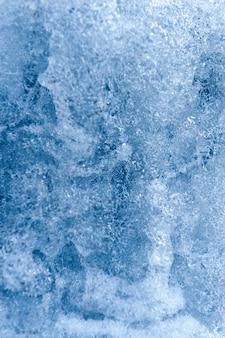 凍った川のクローズアップショット