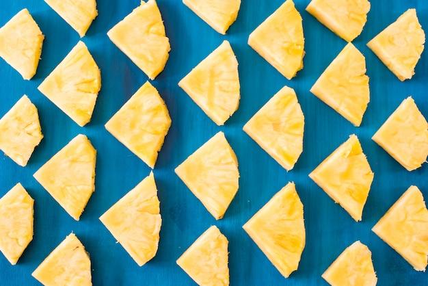 Закройте вверх по текстуре предпосылки картины ананаса куска.