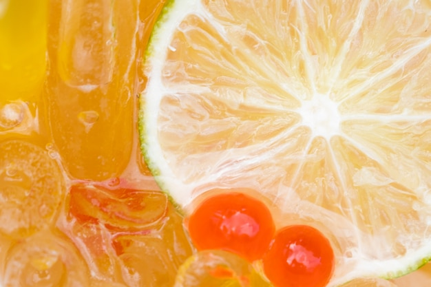 Крупный план слайд-лимонного льда и сладкого шара