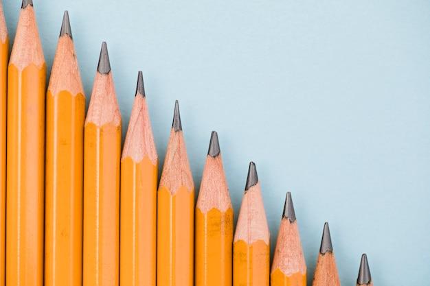 Крупный наклонный канат графитовых карандашей
